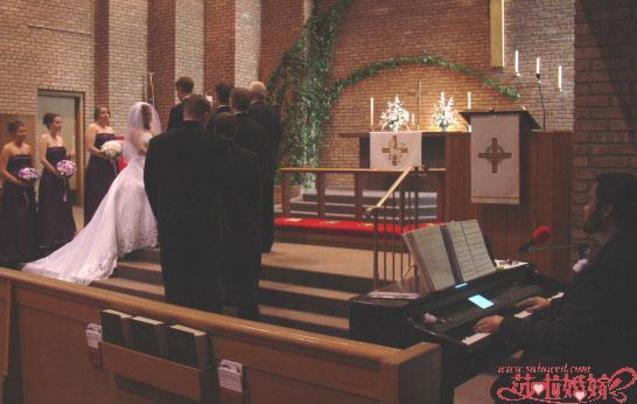 婚礼/雪花和松果是冬季婚礼最常用的主题,但是你可以不受季节的约束...