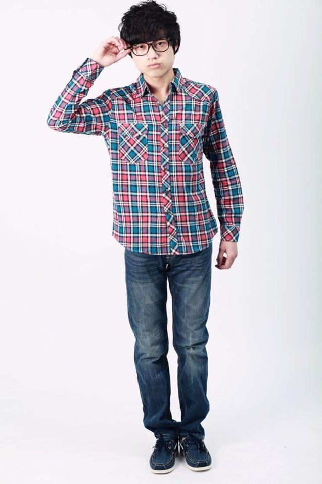 个性 潮流/#潮流搭配#法兰绒格子衬衫+深色经典仔裤+帆船鞋,以舒适简约...