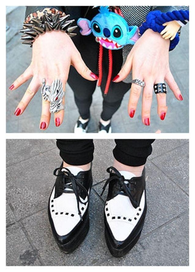 个性 重点/#潮拍#西装、手拿包、松糕鞋,这些都不是重点,充满玩味精神的...