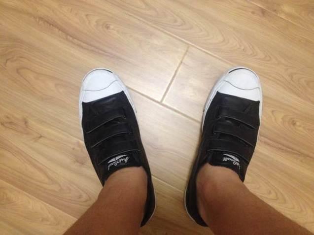 吴小昊/#爱球鞋#新买的开口笑!不系鞋带还是很方便的![偷笑]