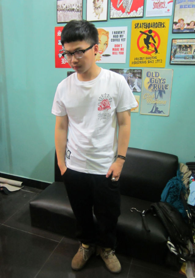 黑色 搭配 tee/#潮拍##TEE#白色TEE上身和黑色裤子的搭配 有喜欢的吗哈哈