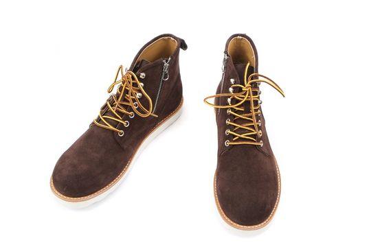 鞋带更换为工作靴的黄褐色圆形鞋带