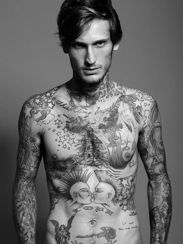 男人 纹身 街拍/纹身男人。