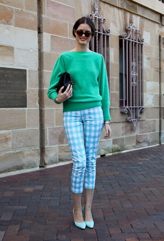 街拍/绿色毛衣+绿白格纹七分裤+冰激凌绿高跟鞋