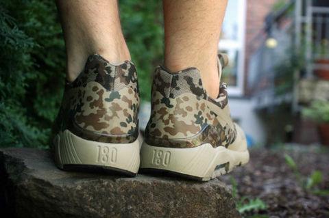 科技 个性 迷彩/在今年,Nike的CAMO系列企划让更多的人开始关注足下的迷彩鞋...